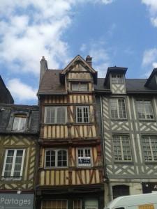 La Bihoree maison a pans de bois Lisieux facade gothique
