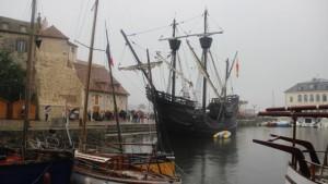 la-replique-du-navire-de-magellan-amarree